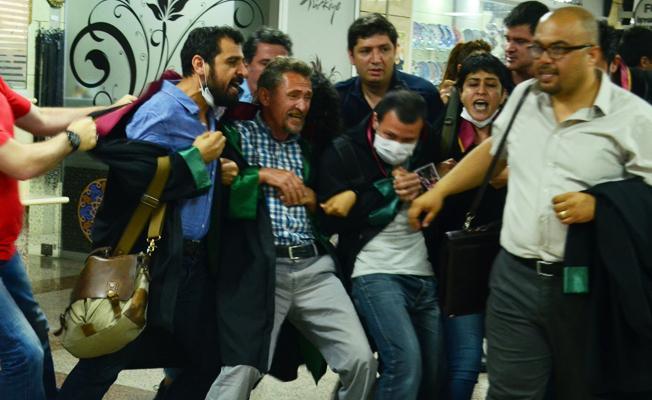 İzmir'de avukatların 'Dayanışma Zinciri'ne sert müdahale