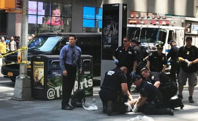 New York'ta bir araç yayalara çarptı