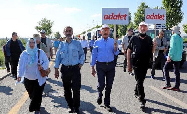 AKP'nin kurucularından Bostan ve eski AKP'li vekil de 'Adalet Yürüyüşü'nde