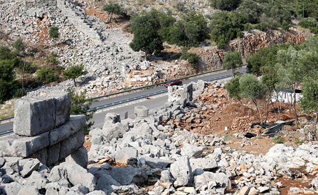 Antalya'da 2 bin 300 yıllık yol bulundu