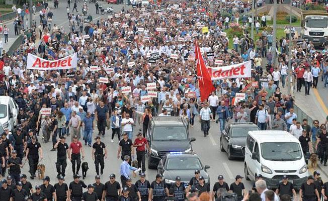 CHP'li Aksünger: Tutuklu HDP'li vekiller için de yürüyoruz