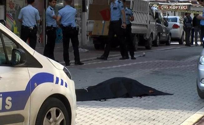 Esenyurt'ta biri kadın 2 kişi öldürüldü