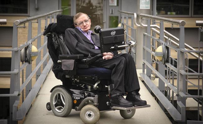 Hawking: Burada yerimiz giderek daralıyor ve gidilebilecek tek yer diğer dünyalar