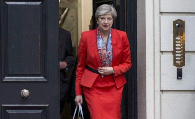 İngiltere'de hiçbir parti mecliste çoğunluğu elde edemedi