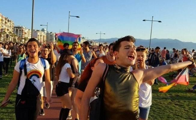 İzmir'de 5. Onur Yürüyüşü düzenlendi