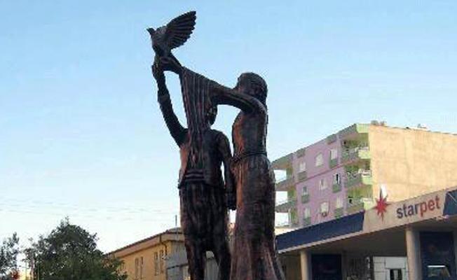 Kayyım Kızıltepe'de Uğur Kaymaz heykelini kaldırdı