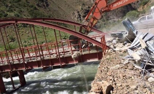 Kayyım, köylülerin yaylaya geçiş için kullandığı köprüyü 'örgüte yardımcı oluyor' diye yıktırdı