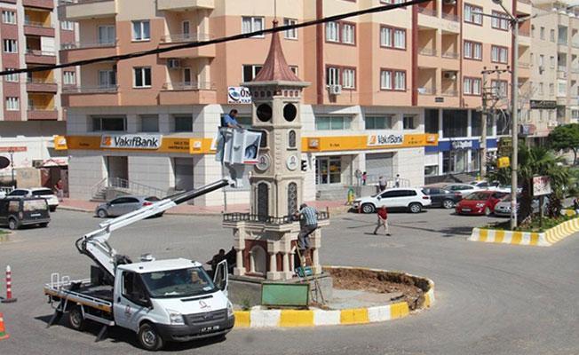 Kayyımın yıktırdığı Uğur Kaymaz'ın heykelinin yerine saat kulesi dikildi