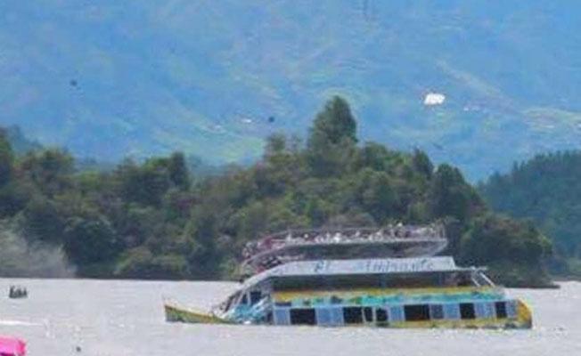 Kolombiya'da turist teknesi battı: En az 6 ölü, 30 kayıp