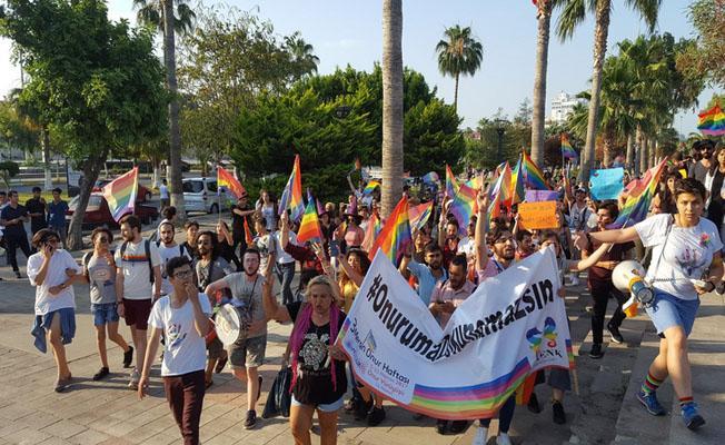 Mersin'de onur yürüyüşüne homofobik saldırı