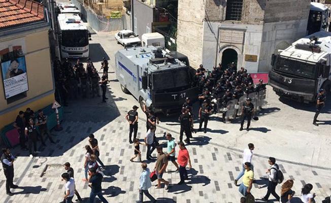 Taksim'de Onur Yürüyüşü'ne polis müdahalesi