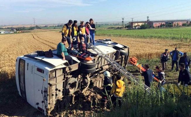 Tekirdağ'da işçi servisi devrildi: Çok sayıda yaralı var