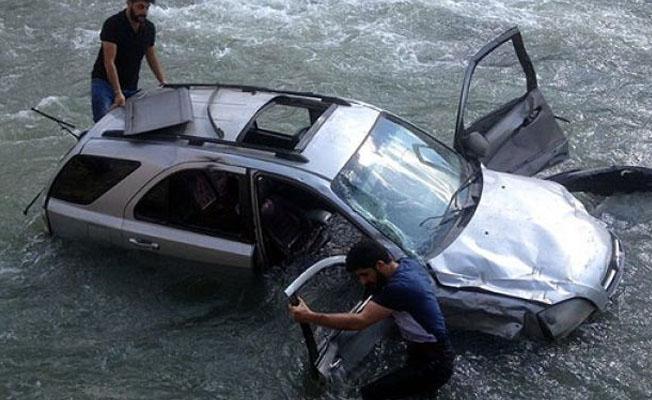 Yüksekova'da kaza: 1 kişi hayatını kaybetti, 3 kişi kayıp