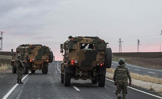 Erzincan'da askeri aracın geçişi sırasında patlama: 3 asker yaralı