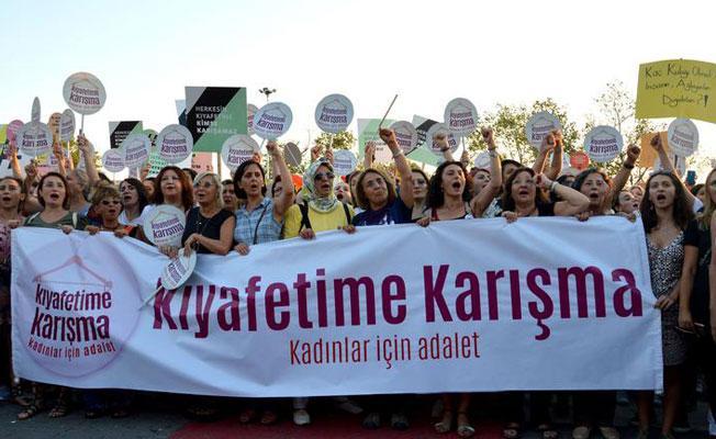"""Kadıköy'de """"Kıyafetime Karışma"""" eylemi"""