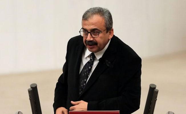 Sırrı Süreyya Önder: Yaşasın halkların, özgür, eşit ve adil kardeşliği