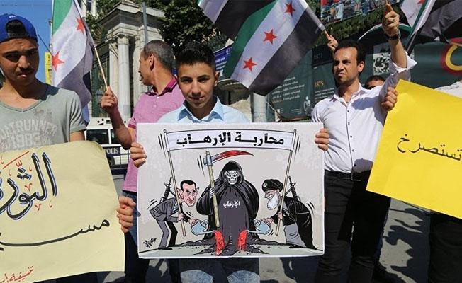 Taksim'de ÖSO bayraklarıyla Lübnan protestosu
