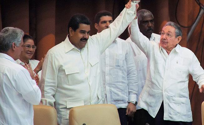 Castro'dan Maduro'ya destek: Dayanışmanın en ön saflarında davanıza inanan Kübalıları bulacaksınız