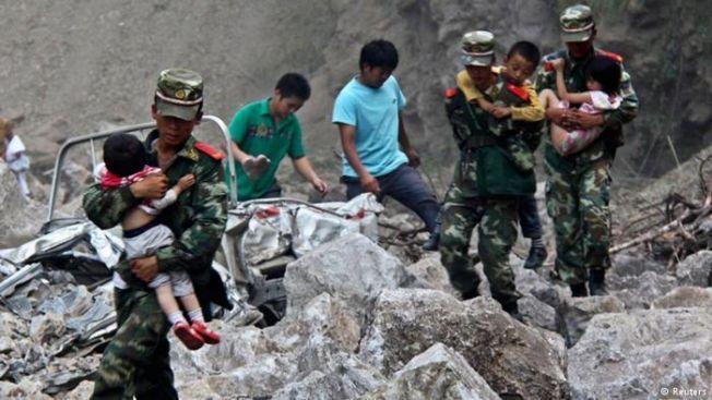 Çin'de deprem: 2 bin müşterinin kaldığı otel yıkıldı