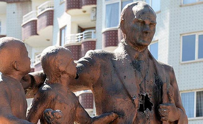 Diyarbakır'da Atatürk heykeline saldırı