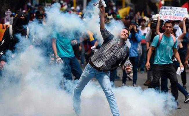 'Dünya solu Venezüella'da Suriye'deki hatayı yapıyor'