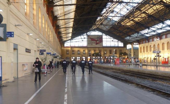 Fransa'daki Marsilya tren garı tahliye edildi