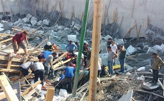 Hatay'da işçiler göçük altında kaldı
