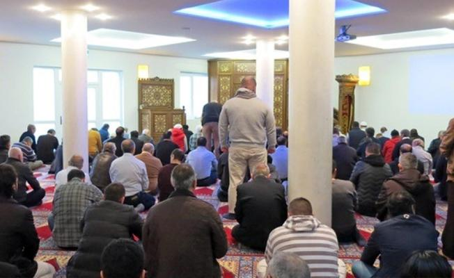 İsviçre'de namaz kılmayan Müslümanların öldürülmesini savunan imama hapis istendi