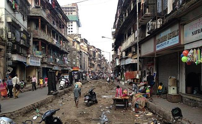 Mumbai'de 3 katlı bina çöktü
