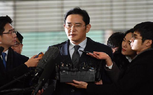 Samsung'un veliahtı rüşvet suçlamasıyla cezaevinde