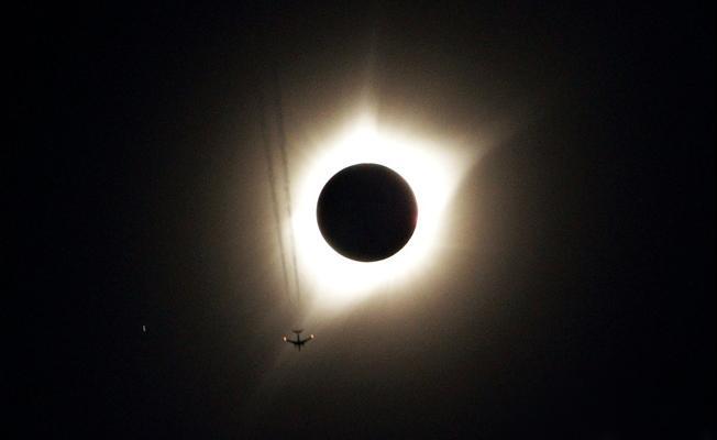 Tarihin en büyük Güneş tutulmasından kareler