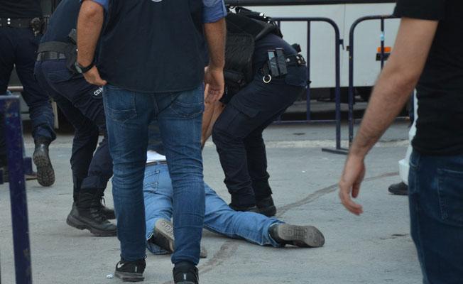 'Tek tip kıyafet' eylemine polis müdahalesi: 4 gözaltı