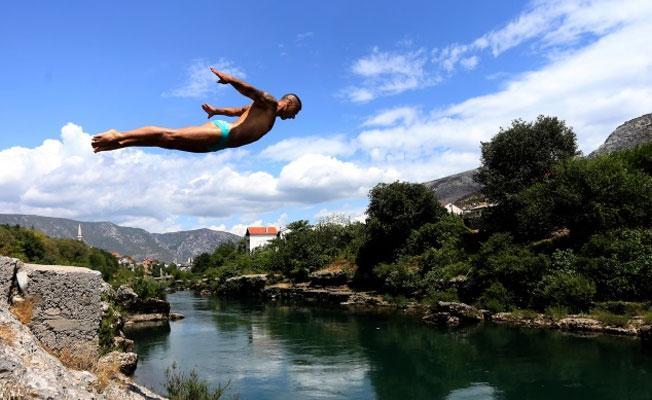 Türkiye'de her yıl yüzlerce kişi, sığ suya balıklama atladığı için hayatını kaybediyor
