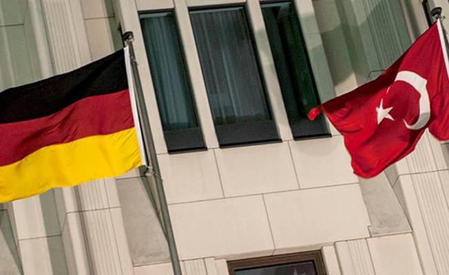Almanya'dan diplomatik pasaportlu 196 Türkiye vatandaşının iltica başvurusuna onay