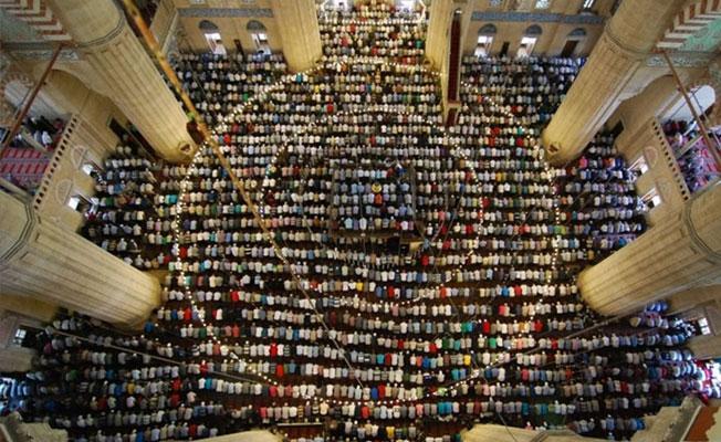 'Gülistan' projesi: Camiye giden gençlere 20 bin TL değerinde hediye