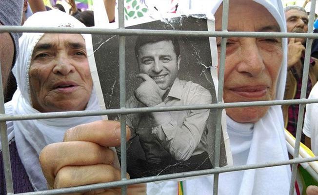 Diyarbakır'da Vicdan ve Adalet Mitingi: Polis, Demirtaş'ın seslendirdiği eseri sildi