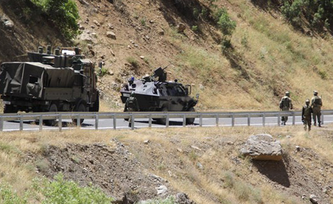 Hakkari'de patlama: 4 asker hayatını kaybetti