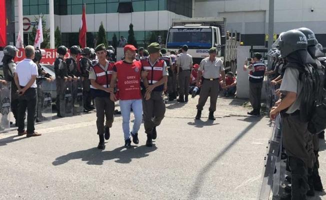Jandarma gözetiminde grev kırıcılığı
