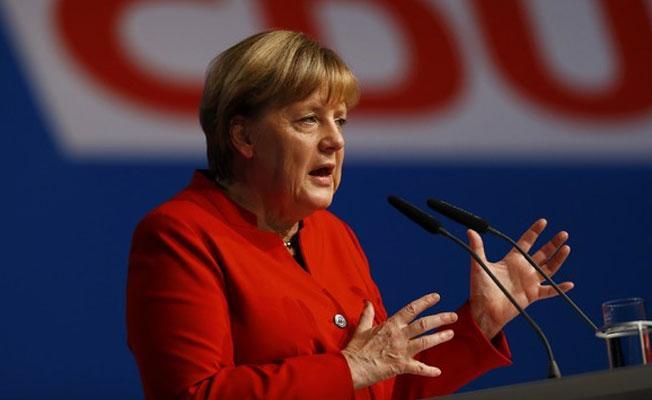 Merkel: Türkler Almanya'ya seyahat edebilir, ülkemizde gazeteci tutuklanmıyor