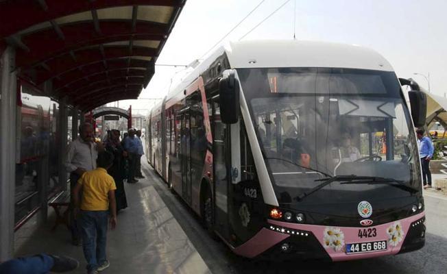 'Pembe trambüs' dönemi başladı: Uygulama kadınları sosyal hayattan koparmaya yönelik