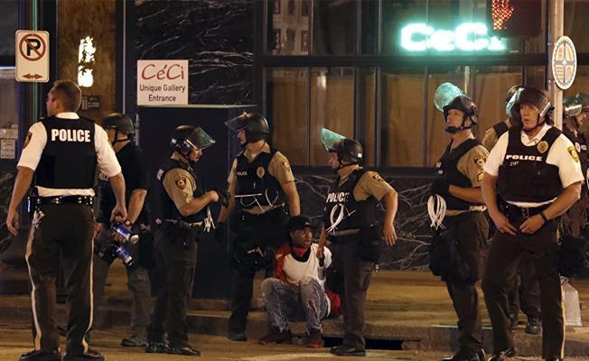 Polis göstericilerin sloganını 'çaldı': Kimin sokakları, bizim sokaklarımız