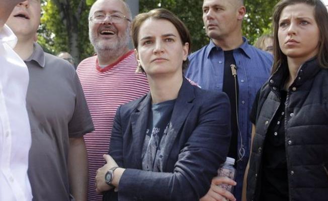 Sırbistan'ın eşcinsel başbakanı, Balkanlar'da onur yürüyüşüne katılan ilk başbakan oldu