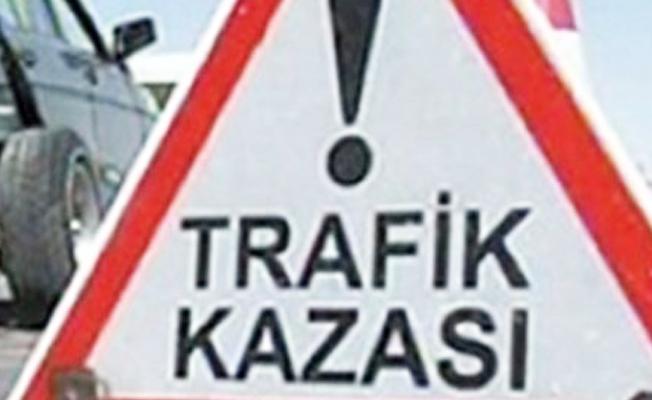TEM'de TIR ve kamyon çarpıştı: İstanbul yönü ulaşıma kapandı
