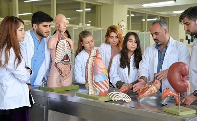 Tıp öğrencilerine 'askeri hekim' olma yolu açıldı