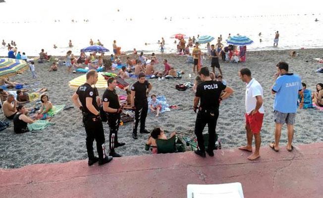 Zonguldak'taki belediye plajında bira içen kadınlara para cezası