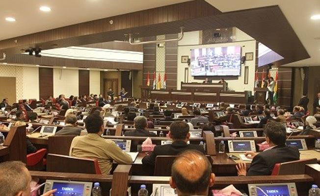 Barzani'nin yetkileri devredildi