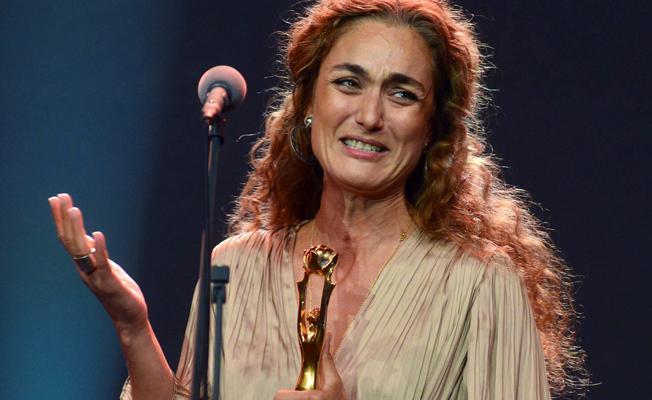 Başak Köklükaya ödülünü Nuriye Gülmen ve Semih Özakça'ya ithaf etti