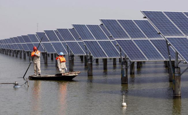 Çin'de dünyanın en büyük yüzen güneş panelleri kuruldu