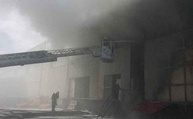 Maltepe'de fabrika yandı