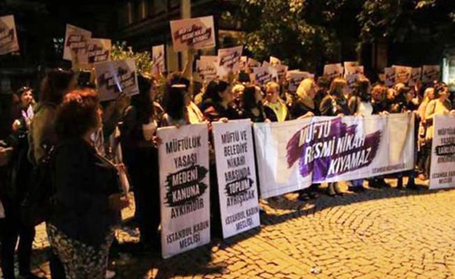 Kadınlar, 'Müftülere nikah yetkisi'ni protesto etti